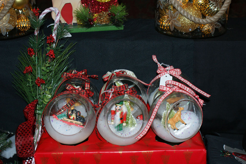 Holiday Plates and Gifts
